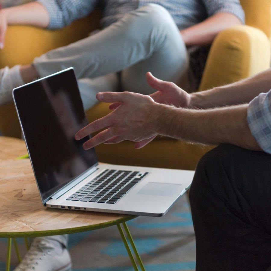 team-meeting-and-brainstorming-PZQE57C.jpg